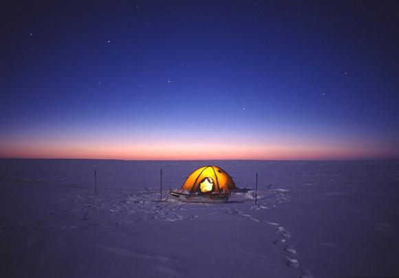 【北極冒険28日目】暴風雪で再び停滞 / 休息は必要だが食料の蓄えは余分にない