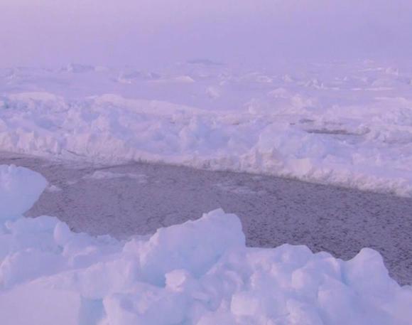 【北極冒険40日目】乱氷に悩まされることなくスムーズに歩けた1日 / しかし次第に東へと氷が流されていく