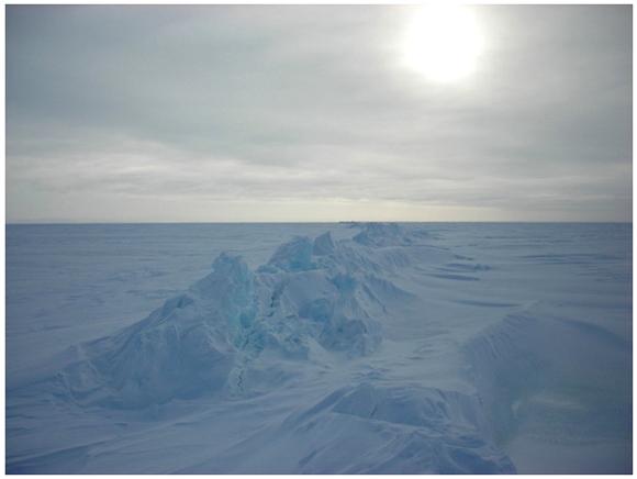 【北極冒険42日目】疲れが抜けずに距離をかせげない / 気圧低下で再びブリザード到来の予兆