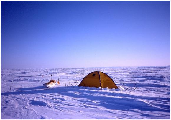 【北極冒険43日目】ブリザード到来に備えてテントで待機 / 1歩も前に進めないまま南へと押し流される