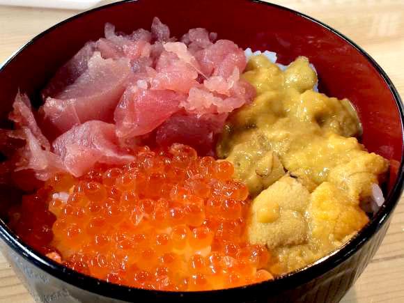宮城県『塩釜水産物仲卸市場』が楽しい! 新鮮な魚を買ってその場でデカ盛り海鮮丼にして食べられるぞ