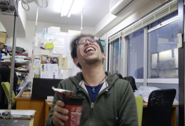 【イギリスグルメ】史上最強レベルの不味いカップラーメンを食べてみた / あまりのヤバさにメガネがブレる
