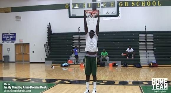 【衝撃バスケ動画】身長2メートル26センチ! 世界一デカい高校バスケ選手が話題