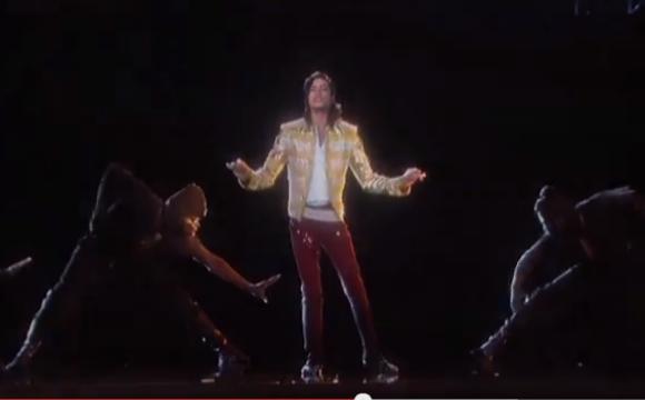 """マイケル・ジャクソンがホログラムで """"復活"""" してダンスを披露 / 動画再生回数はアップからわずか1日で140万回オーバー"""
