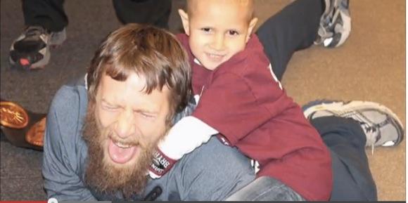 【感動プロレス動画】難病の少年に希望を与えたプロレス団体「WWE」のサプライズに世界中が感涙!