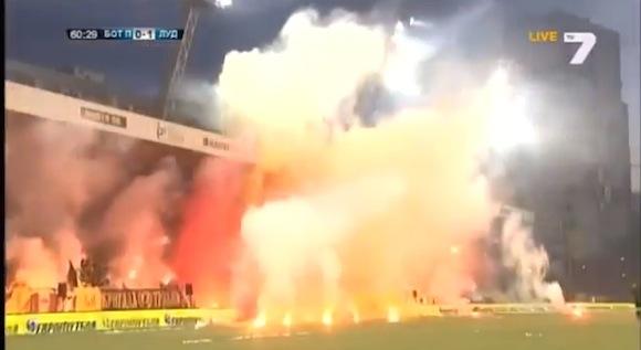 【衝撃サッカー動画】まるで火の海! ブルガリアのサッカーがカオスすぎる!!