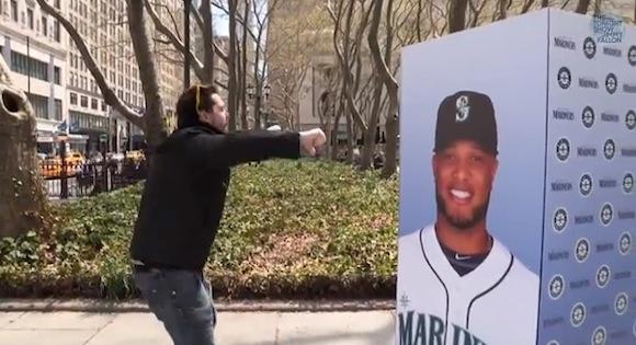 【衝撃野球動画】爆笑必至! ヤンキースファンが簡単に手のひらを返すドッキリ企画がおもしろい!!
