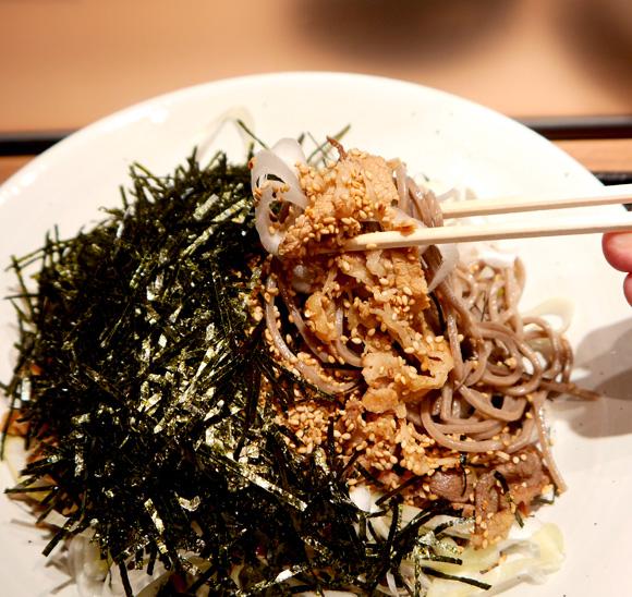 【立ち蕎麦の価格破壊】東京・銀座の一等地に「俺のそば」オープン! 肉そば500円で値段にも量にも納得