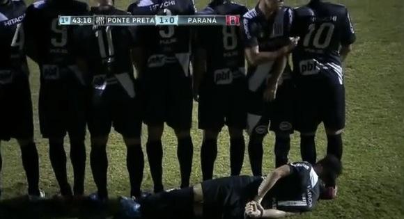 【衝撃サッカー動画】ブラジルサッカーで斬新すぎる「フリーキックの壁」が構築されたと話題