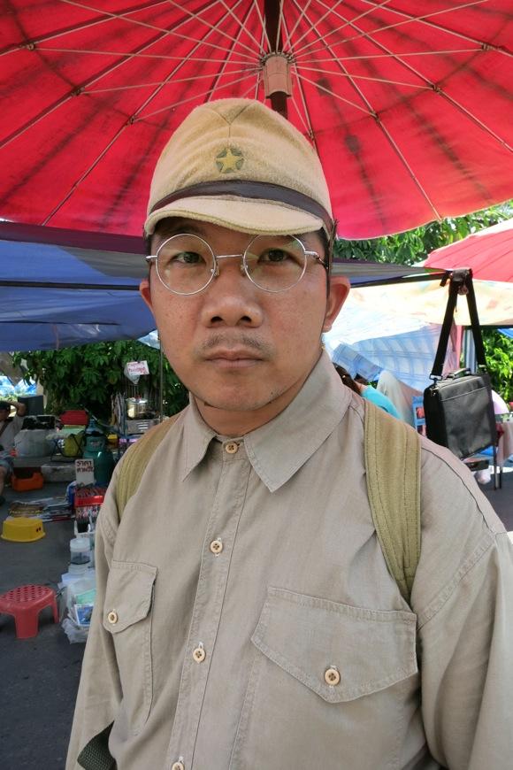 【混沌のガラクタ市】敬礼! 筋金入りの日本軍コスプレマニアはチェンマイ在住のタイ人だった Byクーロン黒沢