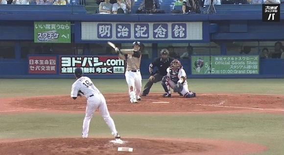 【衝撃野球動画】完全にホームラン性の当たりを捕球!? 味方も惑わすほどのトリックプレーが炸裂したと話題