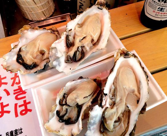 【魚介好き集合】東京・アメ横の飲める魚屋「魚草」が最高すぎる! 新鮮なカキやカニ・ウニがその場で食えるぞ~ッ!!