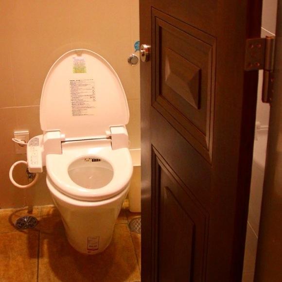 【コラム】今じゃないだろってタイミングで水を流す「自動で流れるトイレ」は一体どういうつもりなのか