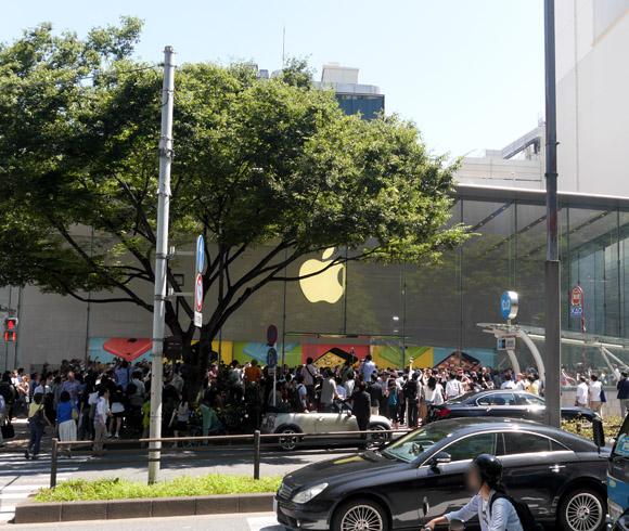 8年ぶりの新店舗「アップルストア表参道」が堂々オープン! 開店待ちの行列は約1000人だった