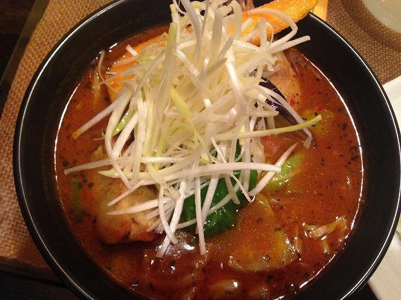 【北海道グルメ】トッピングでさらに美味しくなる絶品スープカレー! 札幌「メディスンマン」
