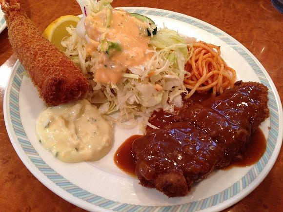 【神戸グルメ】地元民おすすめ! 元町「洋食ゲンジ」では背筋がピンと伸びた『エビフライ』をトッピングすべし!!