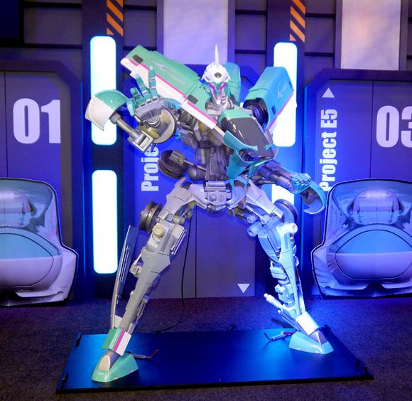 【鉄道ファン必見】何コレすごい! JR東日本企画が発表した「新幹線の変形ロボット」が超絶カッコいい!!