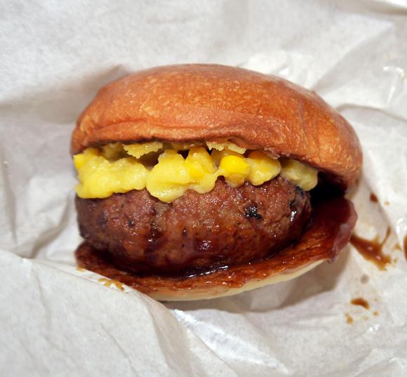 ロッテリアが6月29日より発売する「北海道和牛ハンバーグステーキバーガー」を食べてみた / 販売価格1300円はどう考えても高すぎる!