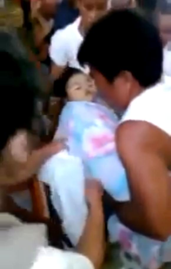 【衝撃動画】死亡宣告を受けた少女が棺の中で目覚めた!? 決定的瞬間を収めた動画が世界的に大反響