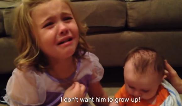 【動画あり】『人は誰でも年を取る』『いつか必ず死ぬ』という真実に直面した幼児の反応が感動するほどかわいい / 「弟が成長して欲しくない!」と号泣!!