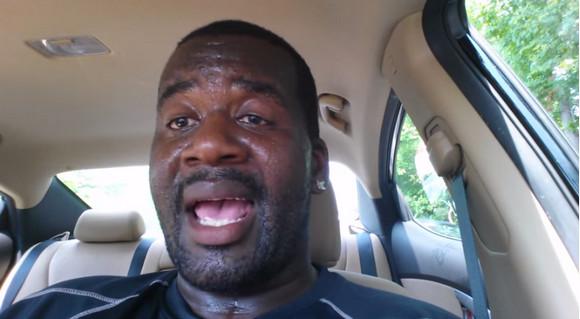 成人男性が「車中に置き去りにされた子供」になって実験! 夏場の車内放置の危険性が改めてよくわかる動画