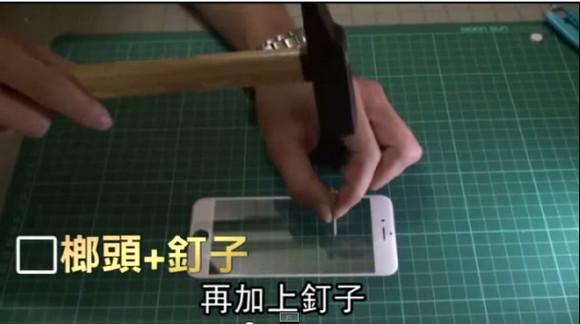 【欲しい】iPhone6のディスプレイは超無敵!? カッターで切っても釘を打っても燃やしても全然傷つかないらしい / 香港メディアが極秘入手か