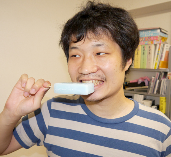【検証】ガリガリ君の歯磨き粉が発売される! というのでガリガリ君で歯磨きしてみた