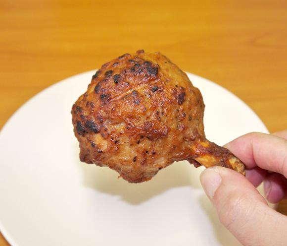 【本日発売】肉で肉を包んだミニストップの「骨付き原始肉風 ハンマーチキン」を食べてみた / 肉を食ってる感がハンパない