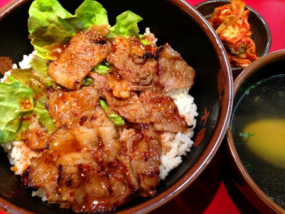 【神戸グルメ】地元民オススメ「青春味のカルビ丼」をガムシャラにかっこめ! 『焼肉丼十番 三ノ宮店』