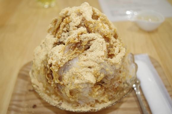 かき氷専門店『かき氷工房 雪菓』で「納豆きな粉」味を食べてきた / かき氷なのに糸を引く!