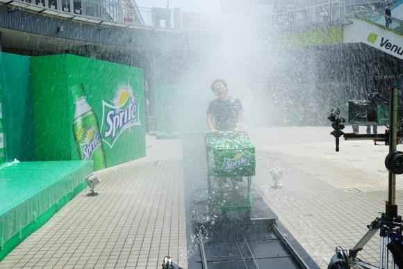 今年も一切遠慮なし! カートに乗って水しぶきに突っ込む「スプラッシュカート」がやっぱりヤバい!!