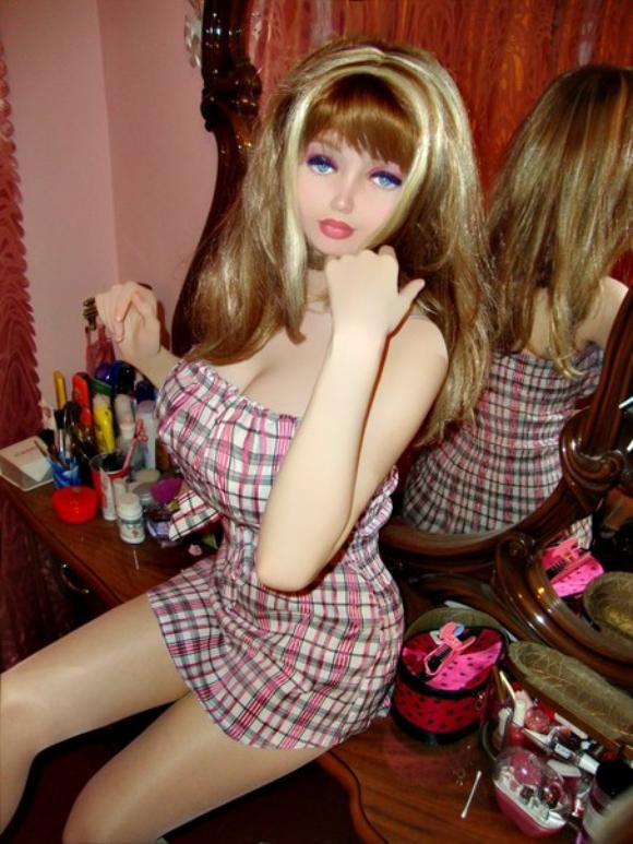 """【新星現る】まだ16歳! バービー人形にそっくりの新たな """"リアルバービー"""" が話題 / 本人「整形もダイエットもしていません」"""