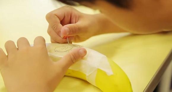 【動画あり】約100人の小学生が作った世界初の『バナナートアニメーション』にほっこりした件 / 話題の「バナナート」に挑戦してみた!!!