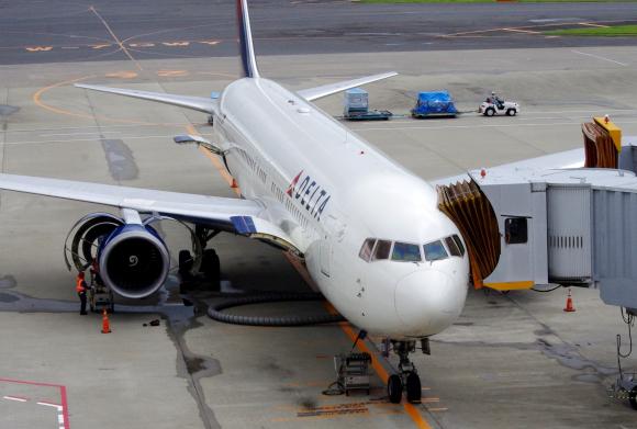 9月1日から飛行機内におけるスマホ・タブレットの使用が解禁になるらしいぞ~! ただし……