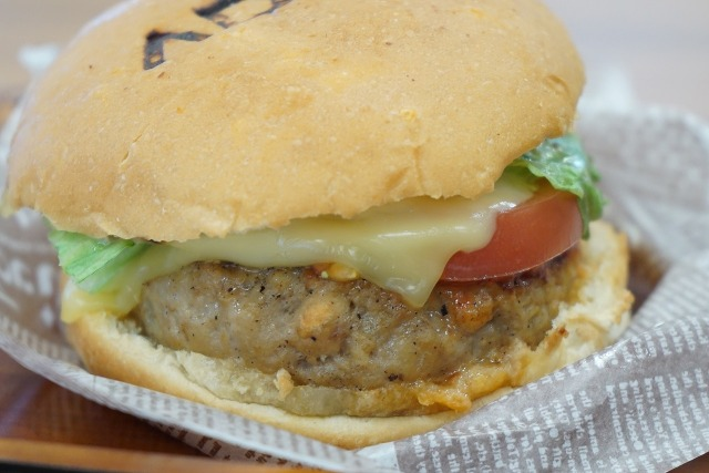 超絶勝ち組専用バーガー『ADKハンバーガー』がウマすぎて庶民が食ったらショック死するかと思った