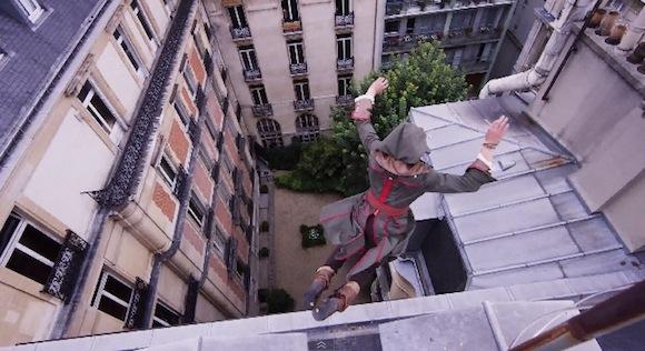 【衝撃動画】命知らずすぎて見ていられない! パルクール集団がゲームを実写化したような動きで街中を疾走!!