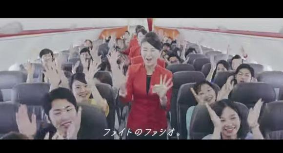【衝撃コラボ】FASIO×JETSTARの航空機内ミュージカルが1カ月で30万回再生!桐谷美玲と現役パイロット&クルーが出演