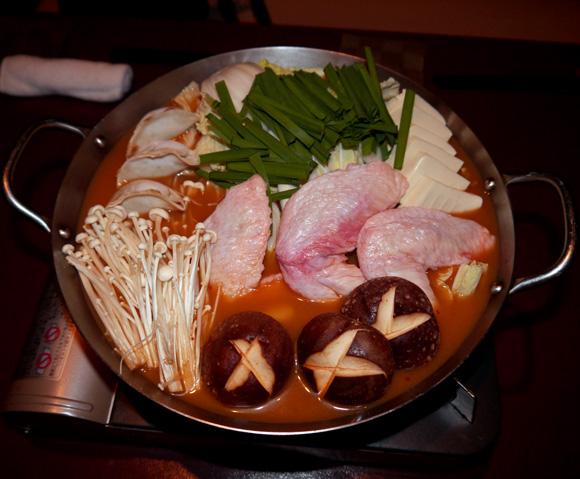【制作秘話】アイドル「仮面女子」考案の鍋料理が9月2日から提供開始! ありそうでなかった手羽先メインのキムチみそ鍋