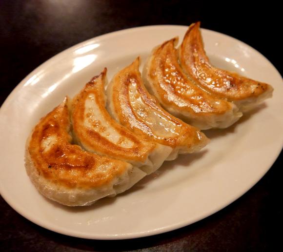 種類が豊富で確実にどれを注文するか迷ってしまう餃子専門店「餃子専科LEE」 / ただし麻婆豆腐を侮るな!