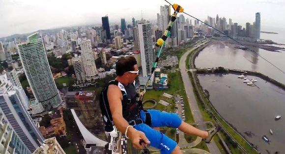 【衝撃動画】これは怖すぎる! 超高層ビルから真っ逆さまにダイブする映像がヤバい!!