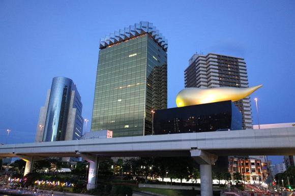 【みんな知ってるあたりまえ知識】「浅草アサヒビールタワー」の金色のニョロッとしたオブジェの下はビアレストランになっている