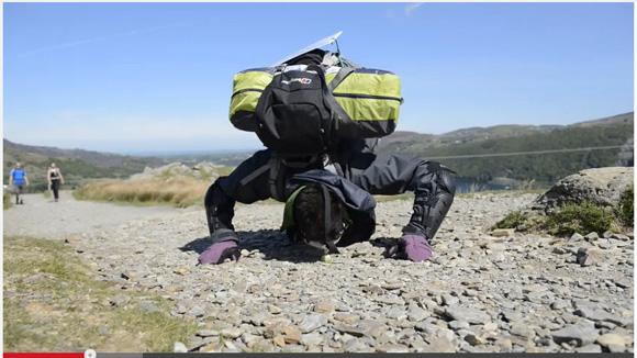 【理解不能】手を使わずに鼻だけで山頂に芽キャベツを運ぶ男が1000メートルの山に登頂成功!!