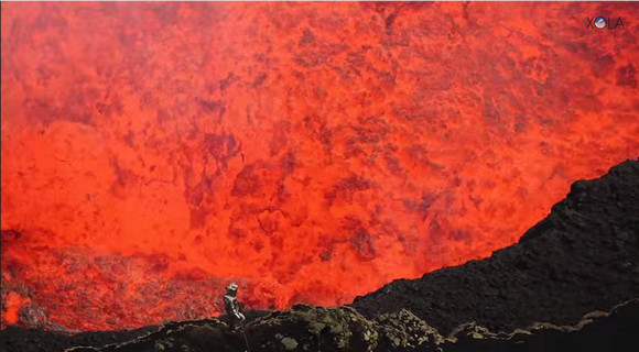 まるで地獄の扉が開いたよう! 人類がラストフロンティア「火山の噴火口」に潜入した映像が話題