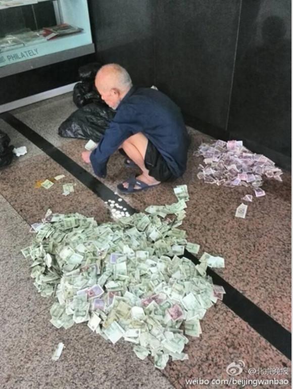 【衝撃】中国の「プロの物乞い」は1カ月で18万円以上儲けるらしい / 繁忙期は50万円以上稼ぐことも!