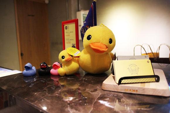 【台湾旅行】最強の宿を探せ! 高雄のゲストハウス『あひる家』が「安くて便利で清潔」と良心的すぎて泣けた / 個室も近隣ホテルの半額以下で泊まれる