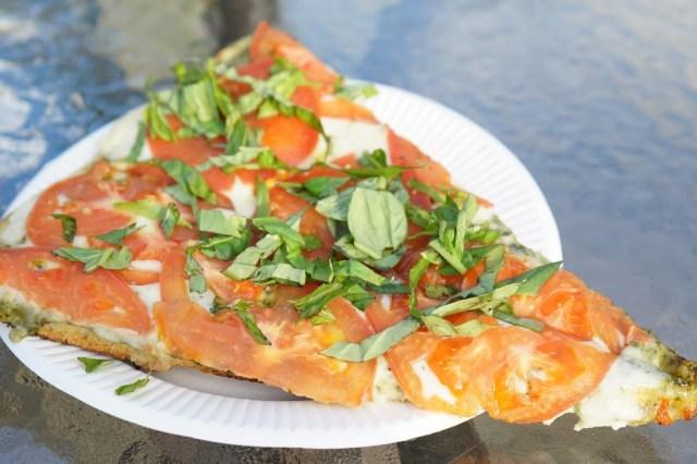 北海道・札幌市でハワイ生まれのトマトたっぷりの大きなピザと斬新フライドトマトを堪能!『Big Wave Tomato』がブームの予感