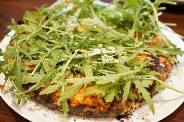 【衝撃】他では絶対食べられない!モツ煮込みをのせたピッツァがウマすぎる件 / 大阪・谷町六丁目『ポッツォーリ』