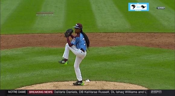 【衝撃野球動画】とても13歳とは思えない! 野球博物館殿堂入りを果たした「天才少女」のピッチングがスゴい!!