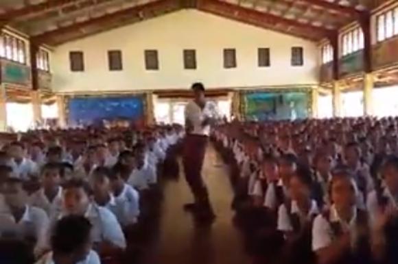"""何じゃこの朝礼は! サモアの学校で撮影された """"生徒全員による合唱"""" がソウルフルすぎる件 / ネットの声「鳥肌が立った」"""
