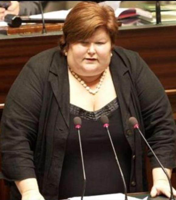 【画像あり】肥満問題に取り組むベルギーの新厚生大臣が話題 / ネットの声「太り過ぎ」「体型なんて関係ない」